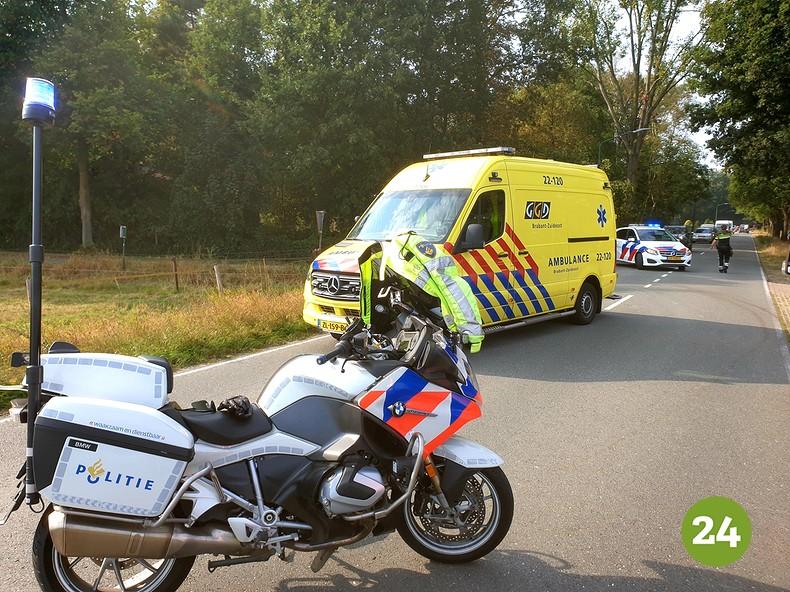 Ter hoogte van de kruising met Euvelwegen werd een fietser geschept door een auto die op de Sterkselseweg reed van Heeze naar Sterksel..